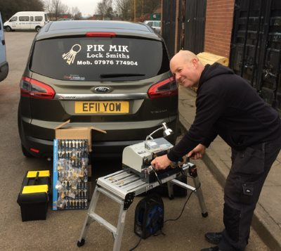 Pik Mik Mobile Locksmith in tamworth making Replacement Keys
